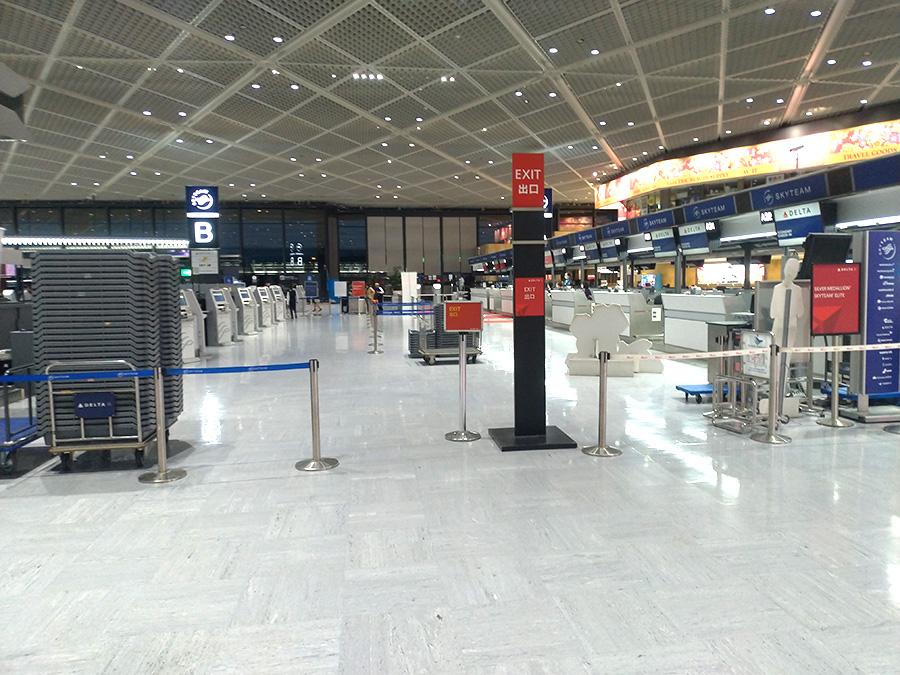 コロナウイルスの影響で成田空港はガラガラ