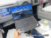 ThinkPad X1 Carbon 2017 サイズが小さくなってテーブルの狭いカフェでも便利